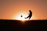 güneş doğarken futbol çalışması