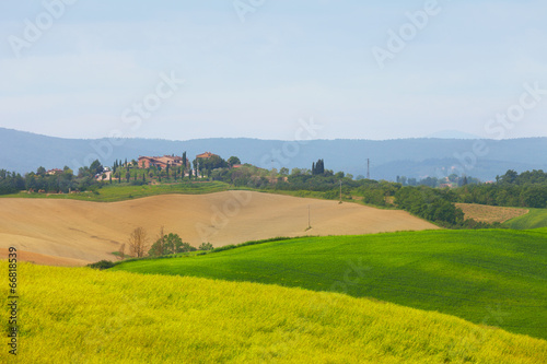 Foto auf Gartenposter Hugel Tuscan rural landscape in the morning