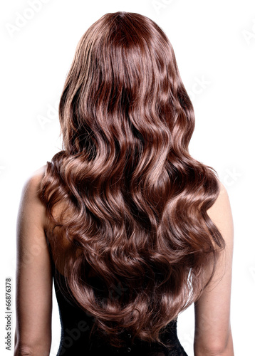 Photo  Back view of brunette woman with long black curly hair.