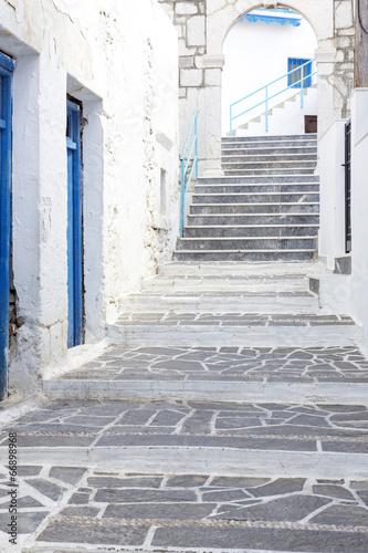 typowa-grecka-aleja-karpathos