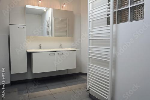 salle de bain moderne – kaufen Sie dieses Foto und finden Sie ...