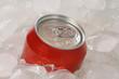 Cola in einer Dose auf Eis