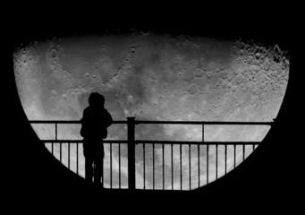 Fototapeta dziecko na tle Księżyca