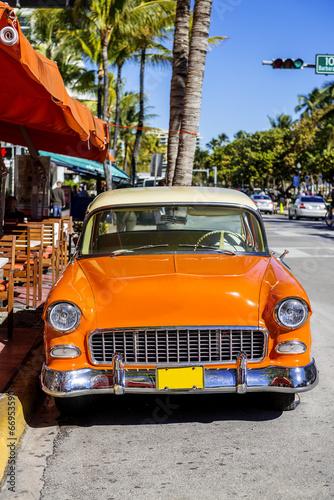 Türaufkleber Schnelle Autos Classic American Car on South Beach, Miami.