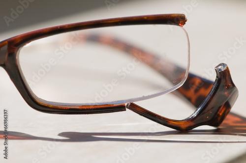 Fotografia, Obraz  broken glasses