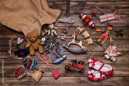Fotografie, Obraz  Weihnachten Bescherung: alte Spielsachen aus Holz u, Blech