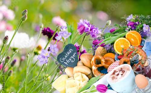 Guten Morgen Leckeres Frühstück Vor Bunter Blumenwiese