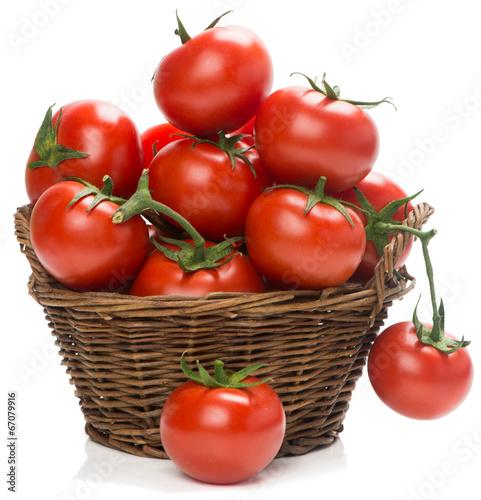 Fotografía  tomatoes in a woven basket