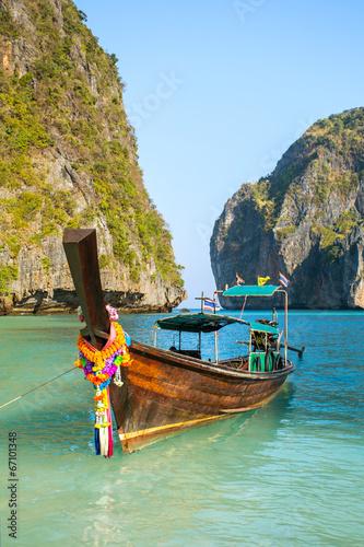 Stickers pour porte Pierre, Sable Longtail boat in Maya Bay, Koh Phi Phi Leh, Krabi, Thailand