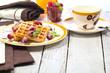 Leckere waffel desert auf dem tisch