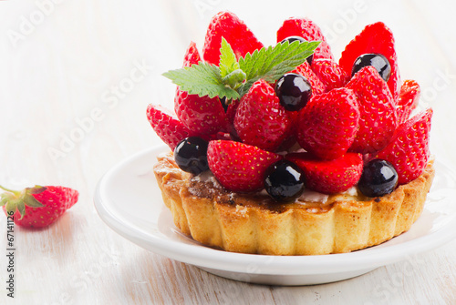 Fresh berry tart - 67141126