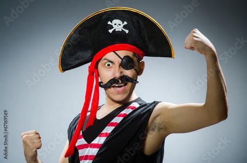 Fotografía Funny pirate in the dark studio