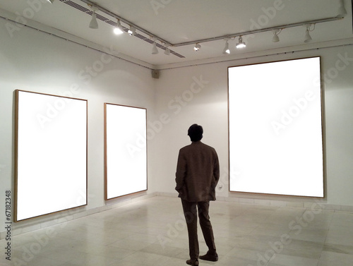 Fotografie, Obraz  Man in gallery room looking at empty frames