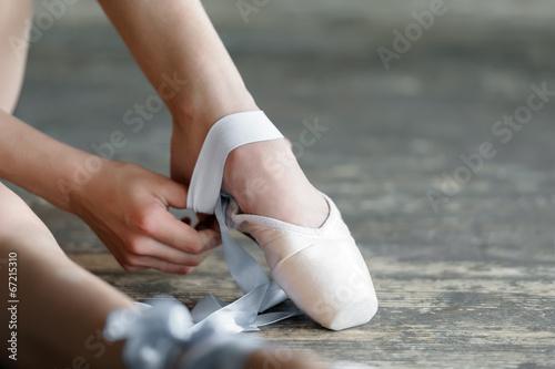 fototapeta na szkło Zdejmując buty balet po próbie lub wykonania