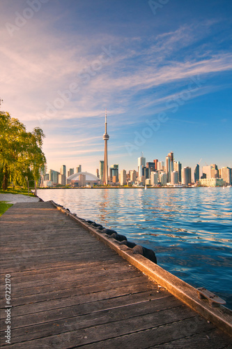 Stampa su Tela  Toronto skyline over ontario lake