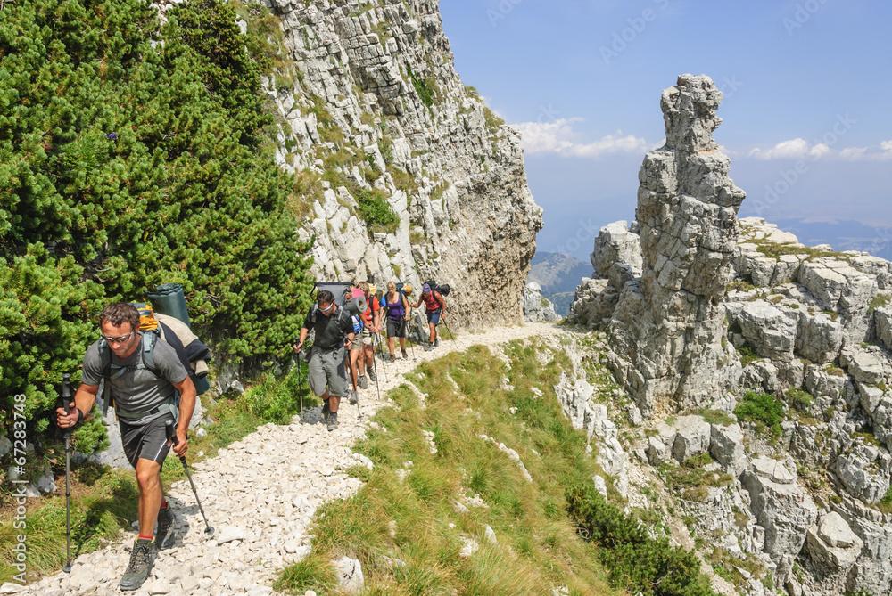 Fototapety, obrazy: Trekking-Tour im Gebirge