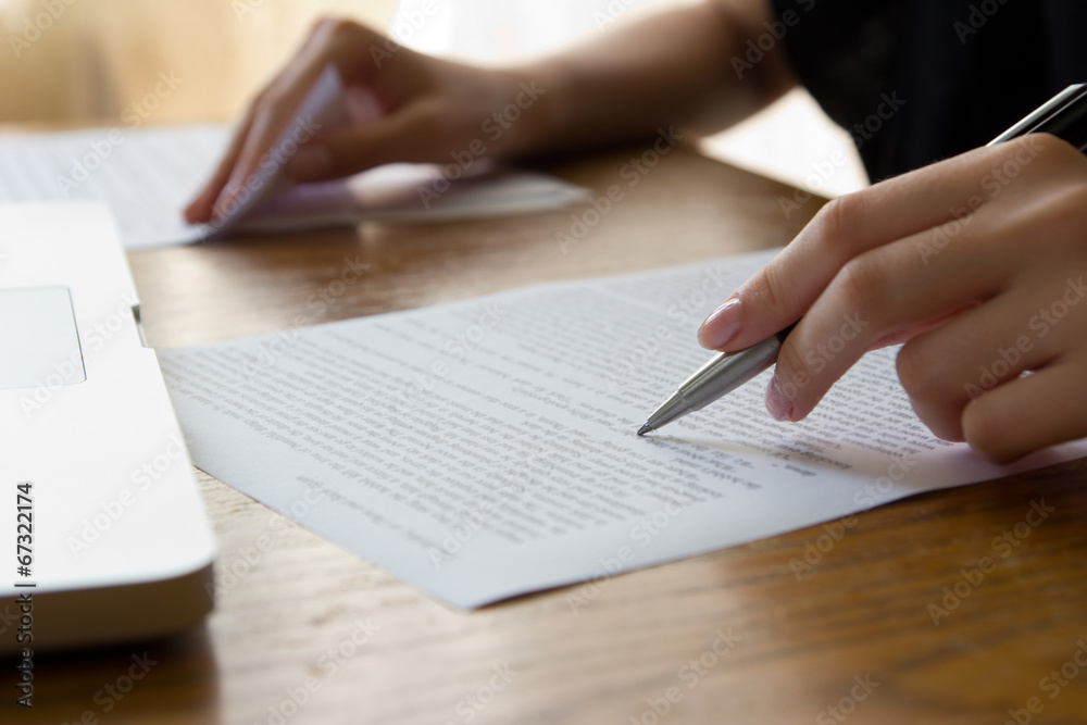 Fototapety, obrazy: Hand with Pen Proofreading