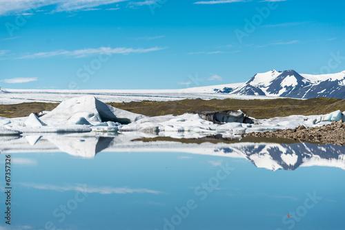 Tuinposter Ijsbeer Jökulsárlón - Bucht mit Eisbergen