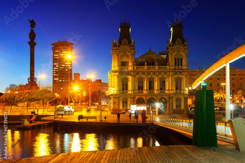 Photo  Port Vell with Columbus monument in evening