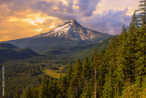 Fényképezés  Beautiful Vista of Mount Hood in Oregon, USA.