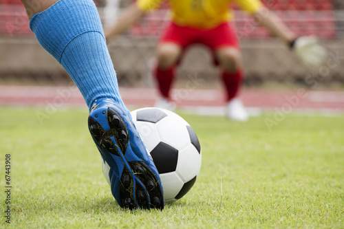 Photo  soccer player running with ball