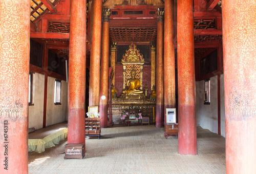 Staande foto Nepal golden buddha statue in church