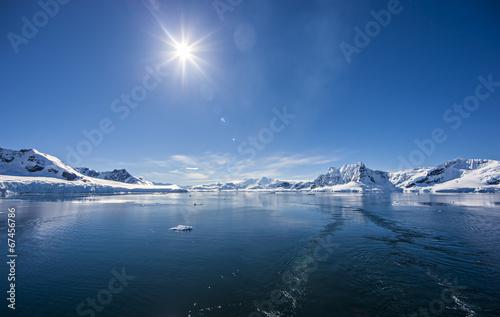 Foto auf Gartenposter Antarktika Antarctic Ocean Ice Landscape