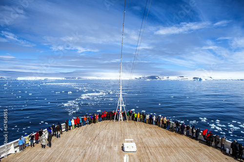 Spoed Foto op Canvas Antarctica Cruise Ship in Antarctica