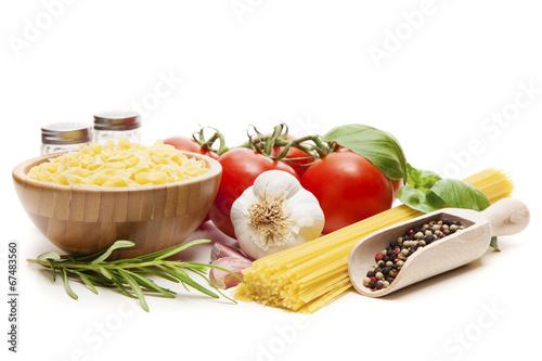 Fotografia Traditional spaghetti ingredients