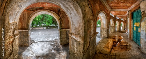 Obraz na plátne Своды арок старого речного вокзала
