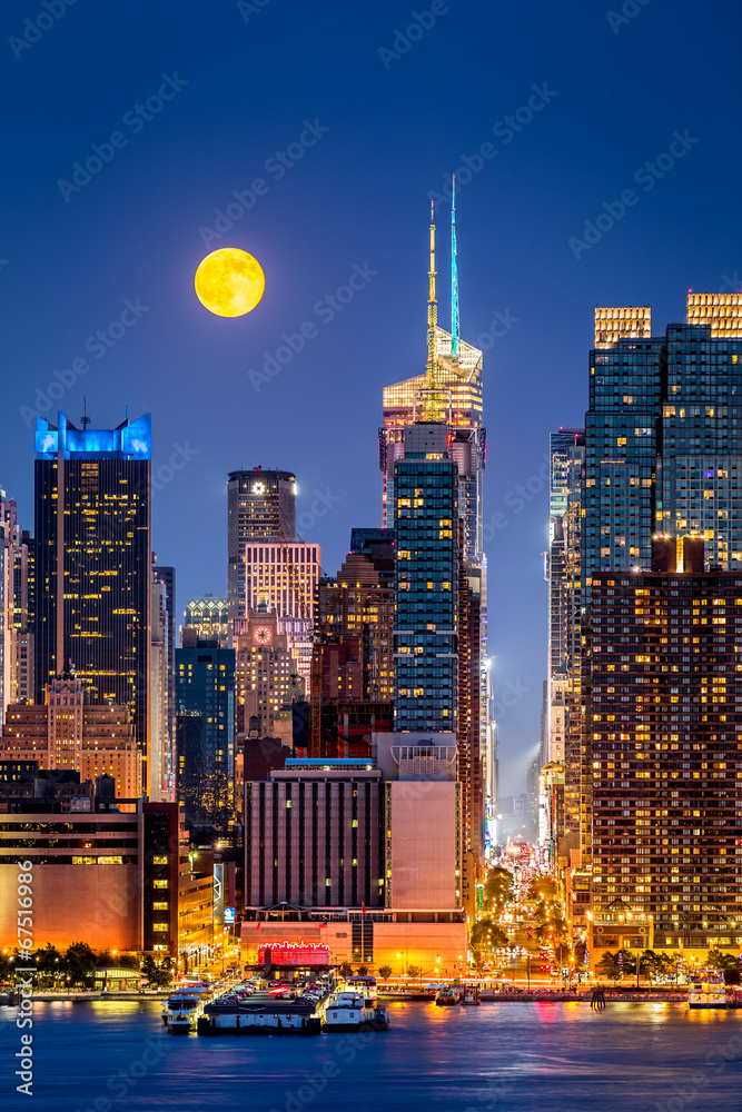 Fototapety, obrazy: Super Moon rise above the midtwon Manhattan skyscrapers