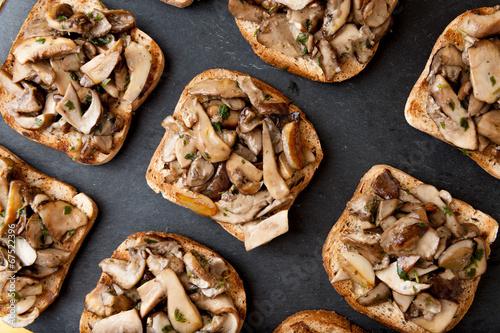 In de dag Voorgerecht Crostini ai funghi porcini