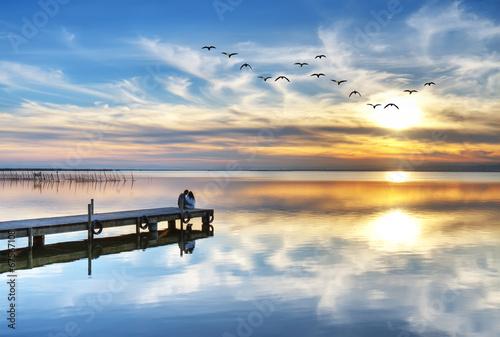 Foto auf AluDibond Pier abrazados mirando la puesta de sol