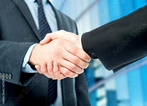 Fotografía  Negocios apretón de manos, el acuerdo esté finalizado.