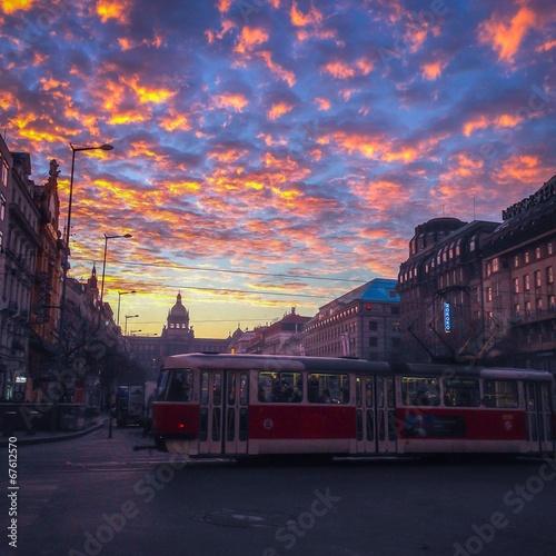 Türaufkleber London roten bus morning clouds and sunrise