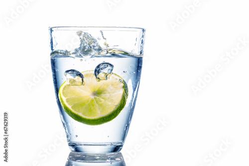 Fotografie, Obraz  Wasserglas und Limette