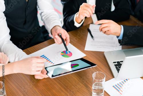 Fotografie, Obraz  Business - Geschäftsleute arbeitet mit Tablet Computer