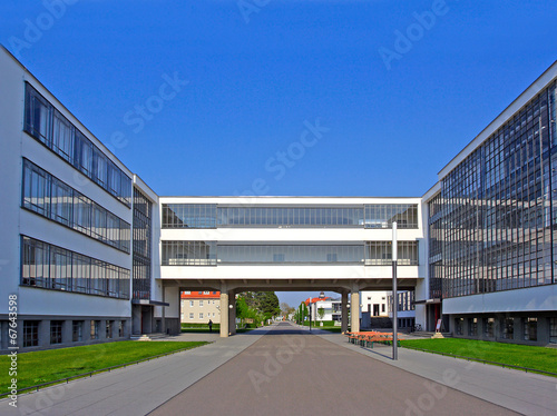 Foto  Bauhaus, complex of modern architecture, Dessau, Germany. UNESCO