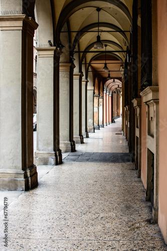 przez-galliera-typowy-portyk-w-bolonii