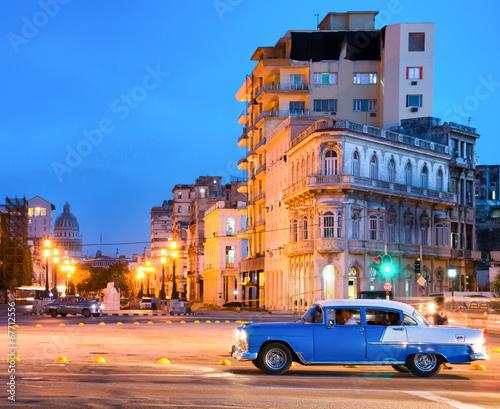 Poster de jardin Havana Urban scene at night in Old Havana
