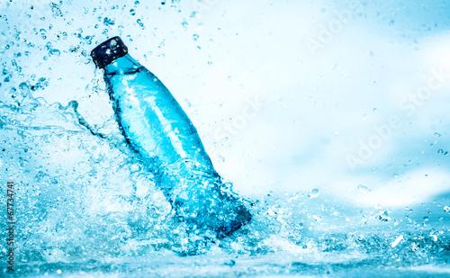 butelka-wody-mineralnej-ochlapana-woda