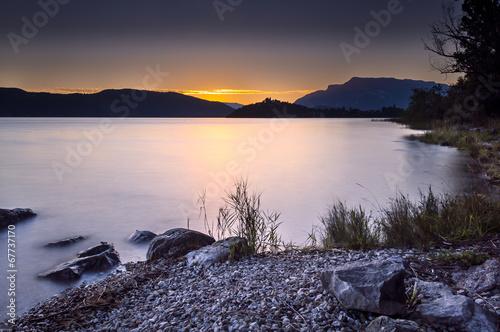 Obraz na płótnie Crépuscule sur le lac d'Aix les Bains