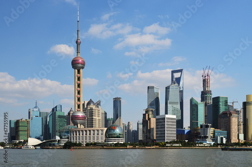 Tuinposter Shanghai View of Shanghai World Financial Center from the Bund