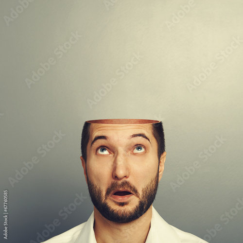 Juliste  surprised man looking up at his open empty head