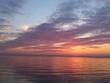 Splendidi riflessi colorati in cielo e nel lago