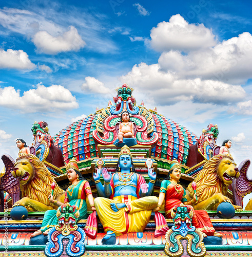 Photo  Oldest Hindu temple Sri Mariamman in Singapore over blue sky
