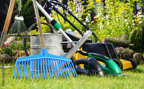 Papiers peints Jardin Watering can and tools in the garden
