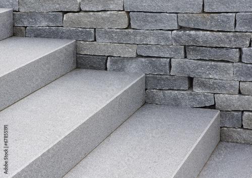 Moderne Natursteintreppe und Natursteinmauer in grau Fototapeta