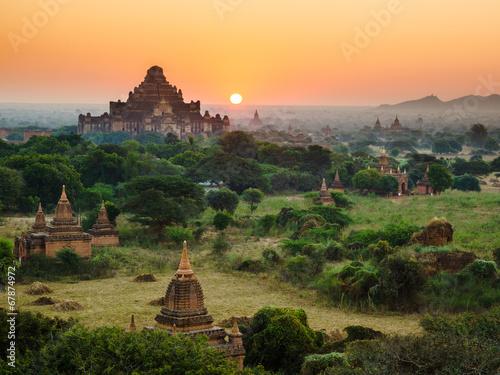 Photo The Temples of bagan at sunrise, Bagan, Myanmar
