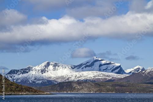 In de dag Scandinavië Am Tysfjorden